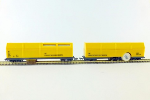 Lux-Modellbau 9670 N Gauge Double pack Vacuum wagon and polishing wagon.
