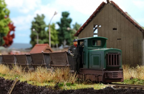 Narrow gauge train set with peat wagons