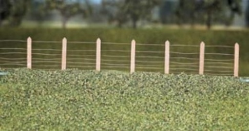 RATIO 423 OO Gauge GWR Lineside Fencing (36 posts with wire)